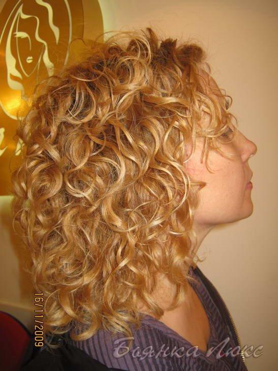 Вечерняя прическа на волосы с биозавивкой