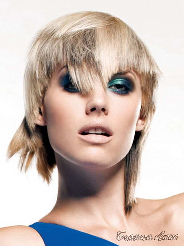 Современная стрижка на средние волосы с челкой
